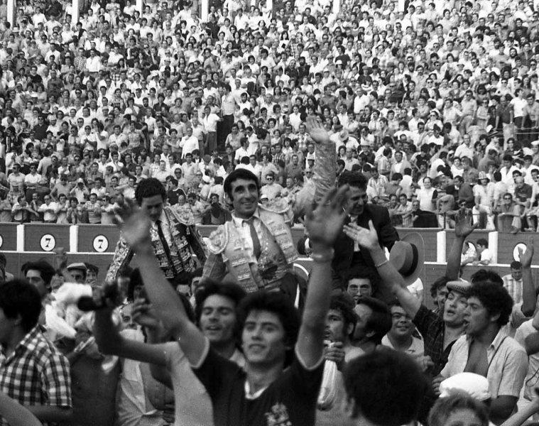 Toros Asprona 1979 Dámaso Capea Manzanares y mayoral a  hombros Carp 22 26