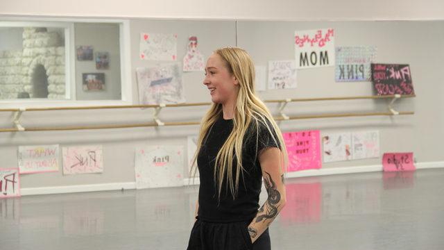 PHOTOS Pink\u0027s dancers teach master class at Studio 19 before