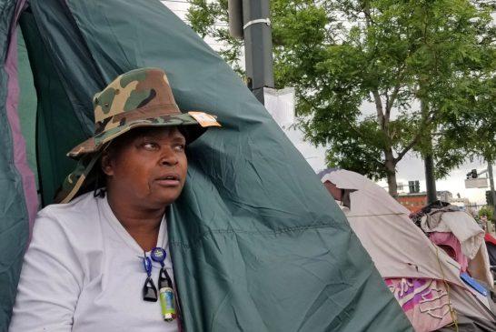Barridos de campamentos de personas sin hogar en Denver van en contra de la guía del coronavirus