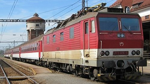 vlak_s_lokomotivou