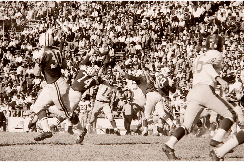 Walter Iooss: Y.A. Tittle vs The Cowboys, Dallas, 1965