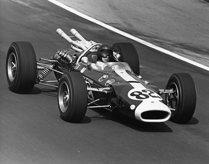 THF74940 Jim Clark driving Lotus race car at Indianapolis 500, May 1965; photo by Dave Friedman