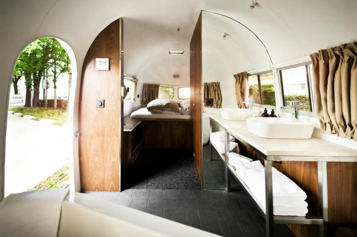 1952 Airstream – Daniel Rooms Trailer :: Vienna, Austria (3)
