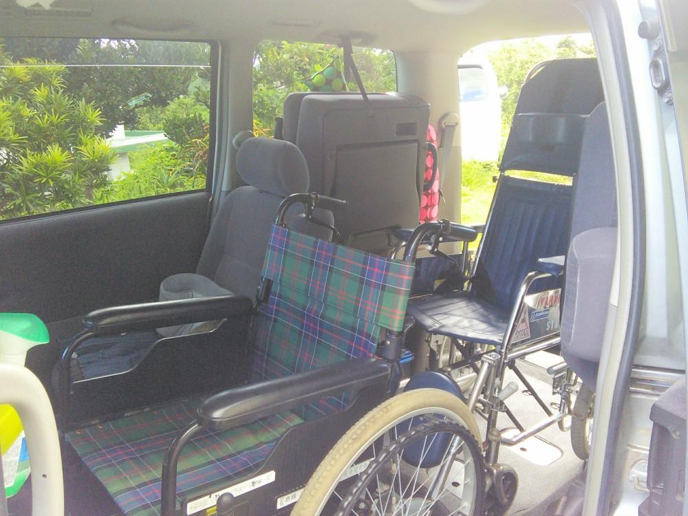 車いすは2台。リクライニングやストレッチャーは一台収納できます。