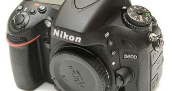 Nikon D600, sujeira de sensor, erro de projeto e… final feliz?