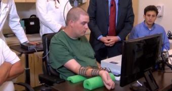 Implante cerebral devolve controle de braço paralisado