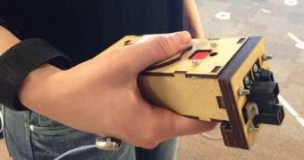 Pesquisadores desenvolvem o Enactive Torch, uma bengala eletrônica para cegos