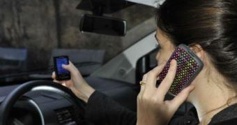 Finalmente uma punição adequada para quem dirige e fica mexendo no telefone