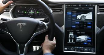 Tesla iniciará programa-piloto de troca de baterias