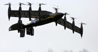 NASA testa protótipo de avião elétrico com 10 motores