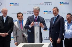 Grundsteinlegung fuer Audi-Werk in San Jos  Chiapa, Mexiko: Fuer mehr als   900 Mio. entstehen hier in den naechsten beiden Jahren nicht nur Karosseriebau, Lackiererei und Montage, sondern auch ein Presswerk. Ab Mitte 2016 soll dann die Nachfolgegeneration des erfolgreichen SUV-Modells Audi Q5 vom Band fahren.