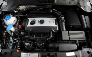 2013-Volkswagen-Beetle-Turbo-engine