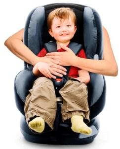 Niño-en-silla-de-seguridad-Fate
