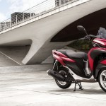 2015-yamaha-tricity-eu-anodized-red-static-002-1