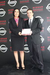 Airton Cousseau y Mayra González, vicepresidente regional de Ventas de Nissan Mexicana