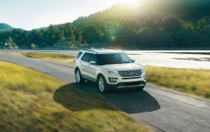 New 2016 Ford Explorer Limited series in White Platinum Metallic Tri-coat