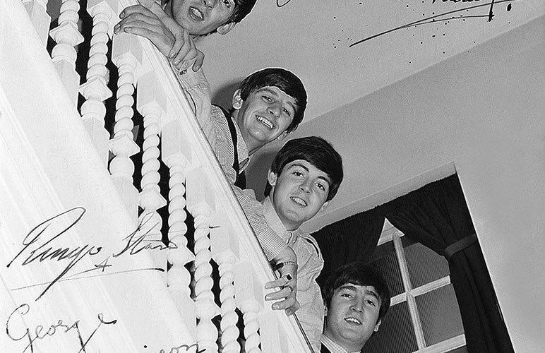 ¿Sabes quién es Paddy Hopkirk y porqué lo felicitaron los Beatles?