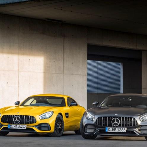 Mercedes-AMG GT S, solarbeam; Mercedes-AMG GT C Edition 50, graphitgrau magno ;Kraftstoffverbrauch kombiniert: 9,4 l/100 km, CO2-Emissionen kombiniert: 219 g/km; Kraftstoffverbrauch kombiniert: 11,3 l/100 km, CO2-Emissionen kombiniert: 257 g/km Mercedes-AMG GT S, solarbeam; Mercedes-AMG GT C Edition 50, graphite grey magno; Fuel consumption combined: 9.4 l/100 km; Combined CO2 emissions: 219 g/km; Fuel consumption combined: 11.3 l/100 km; Combined CO2 emissions: 257 g/km