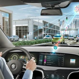 Los autos conectados a la nube podrán ser actualizados en tiempo real. Será como una computadora, donde se añaden microprocesadores para incrementar la velocidad o funciones de su auto.