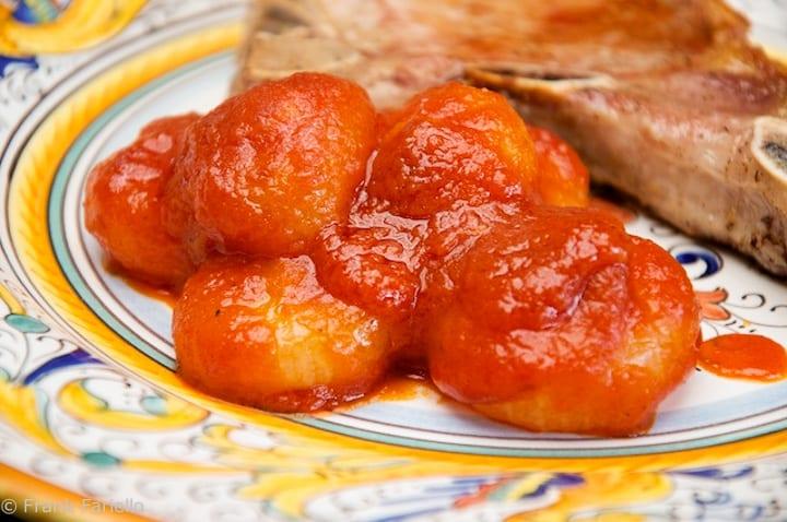 Cipollini onions in tomato sauce