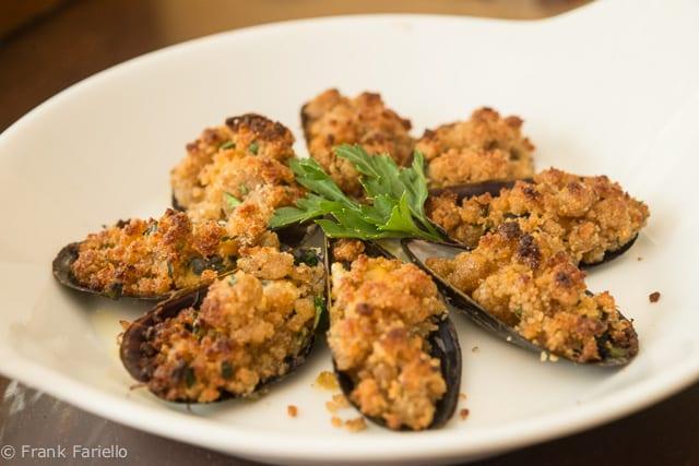 Cozze al gratin (Gratinéed Mussels)