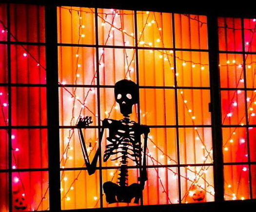 Scary-Outdoor-Halloween-Decorations-And-Silhouettes_25