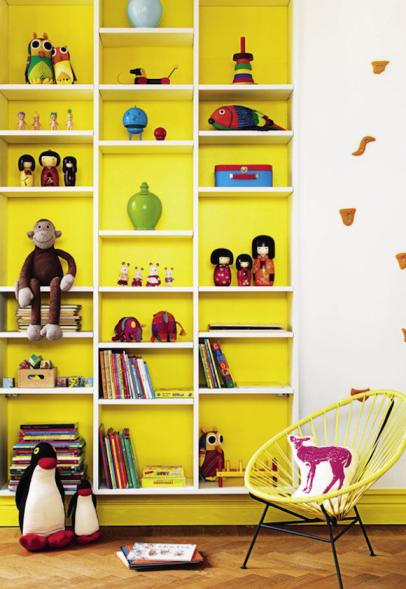 parete libreria gialla