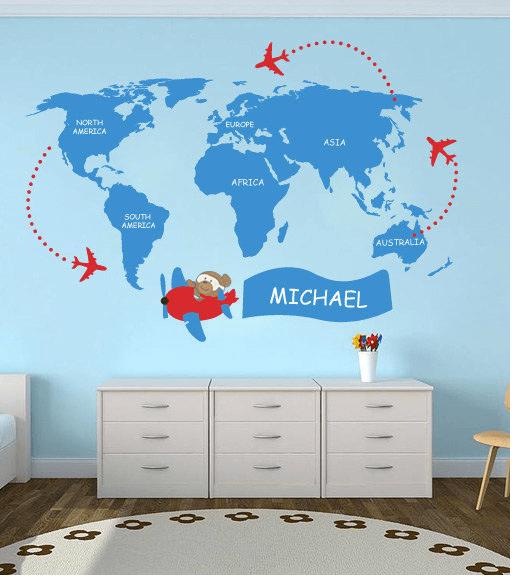 Mappa con aereo e nome del bambino