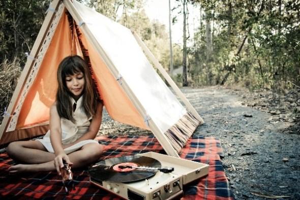 bambina tenda