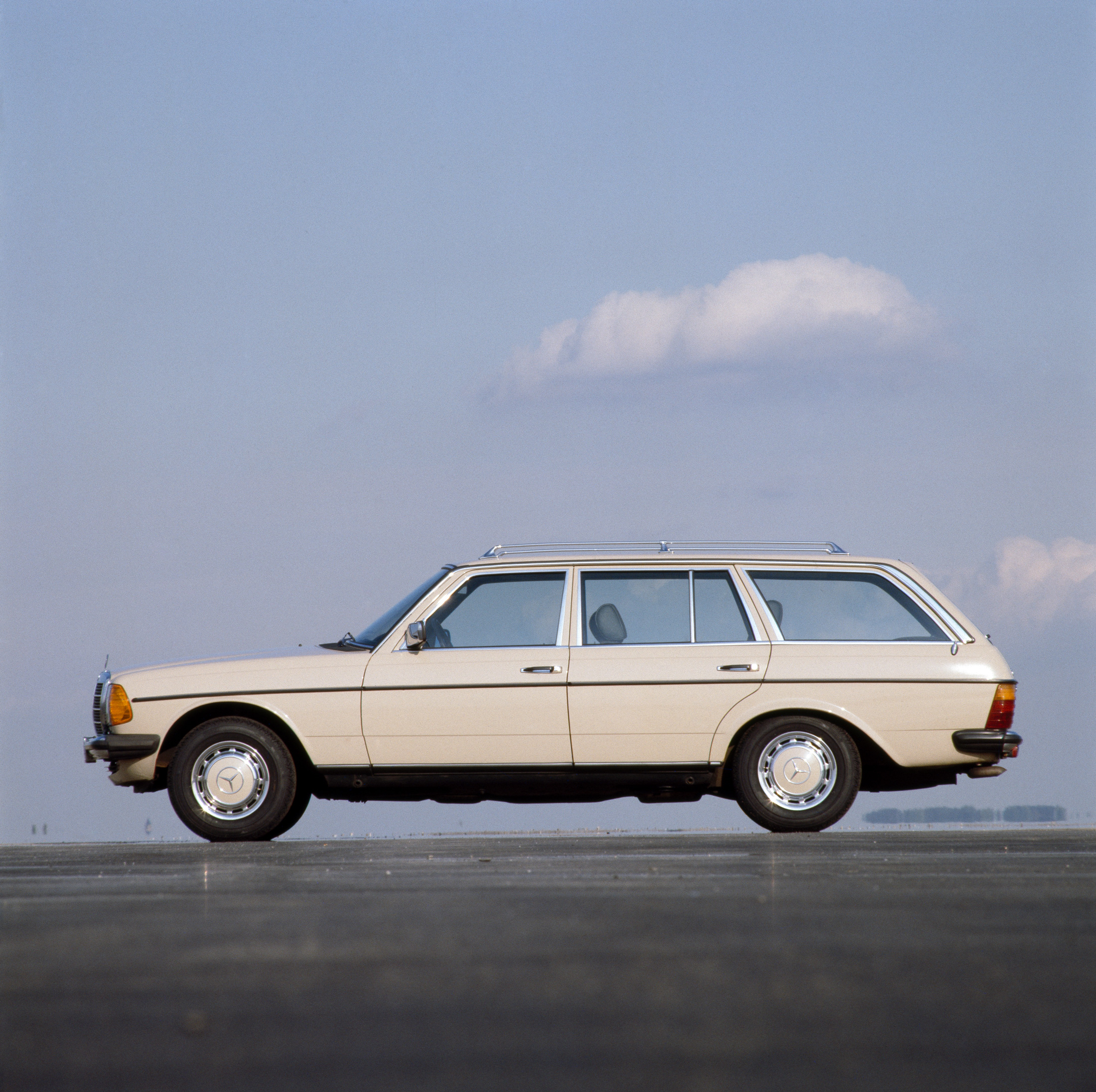 Mercedes W123 Interieur Te Koop Bloomberg Says Mercedes W123 Wagon Is The Car That Will