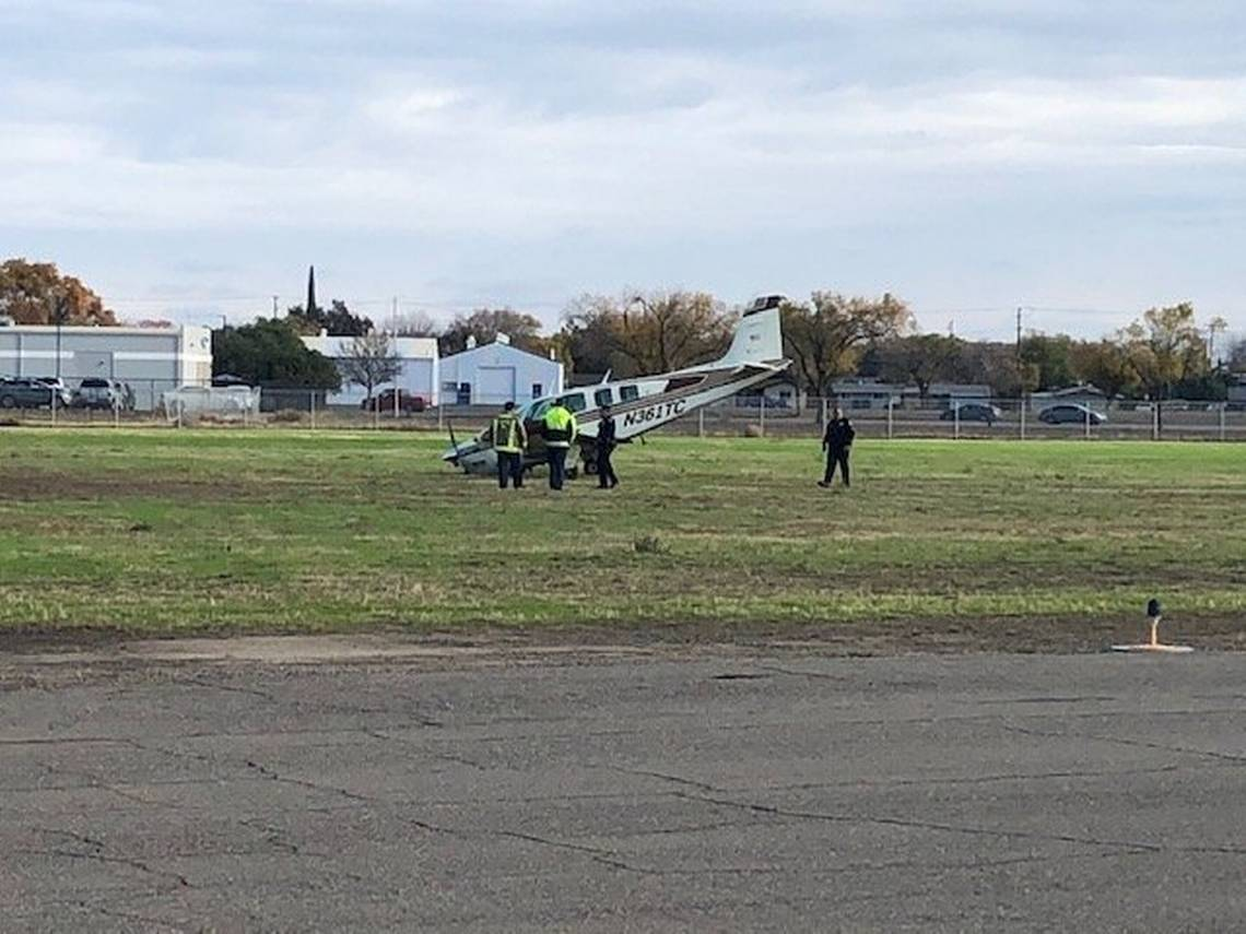 Los Baños Small Airplane Crashes At Los Banos Ca Airport Pilot Unhurt