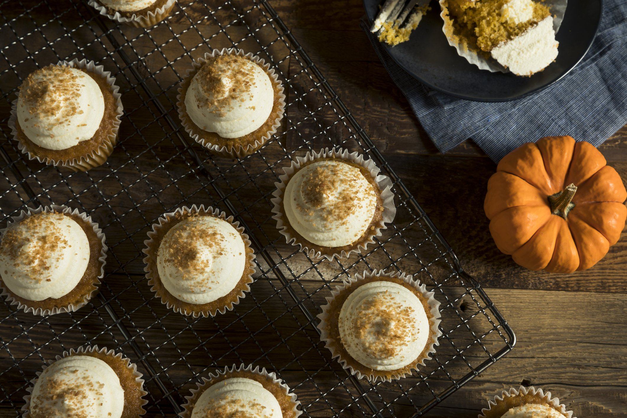 Barefoot Contessa Pumpkin Muffins The Barefoot Contessa S Pumpkin Spice Cupcakes With Maple Frosting