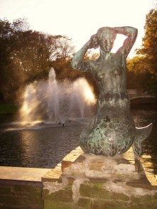 Mermaid statue in Leopold Park