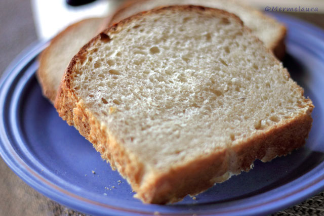 Pan de molde con masa madre y aroma a cítricos.