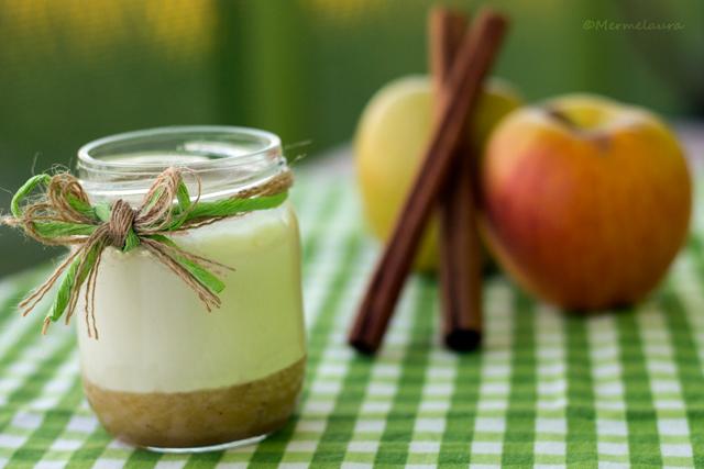 Yogur de arroz con leche con coulis de manzana asada.