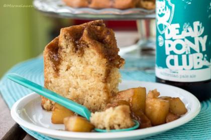 Bundt cake de pale ale con piña caramelizada.