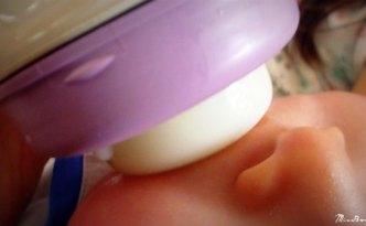 donner-biberon-bebe-allaite