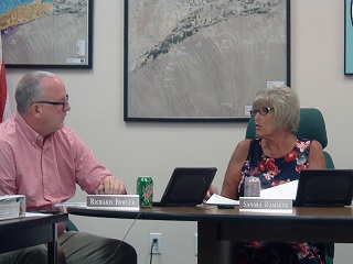 Virgin Valley Water District board members Rich Bowler and Sandra Ramaker iron out discrepancies in recent public statements made in local newspapers. Photo by Stephanie Frehner.