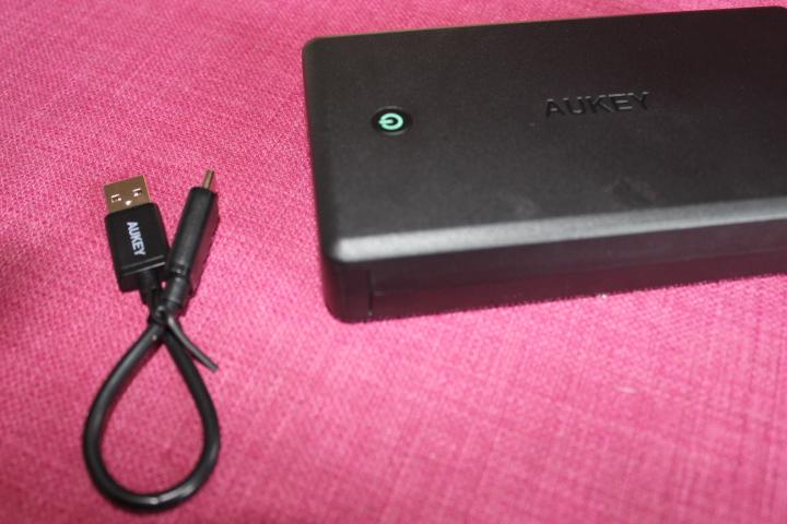 batterie-externe-aukey-30000mah2