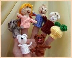 Фото с вязаными игрушками из сказки