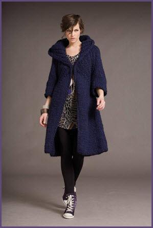Вязаное пальто с большим воротником