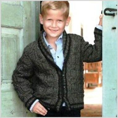 Мальчик в вязаной кофте