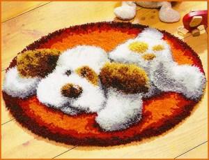 Собачка на коврике