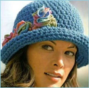 Девушка в голубой шляпке