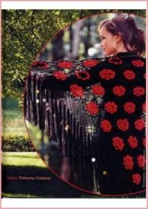 Яркая шаль с цветочным орнаментом