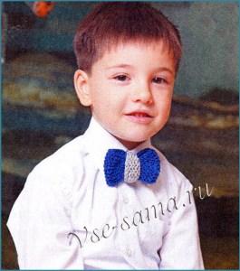 Малыш в галстуке в форме бабочки