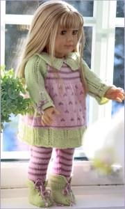 Прелестная кукла в вязаном платье