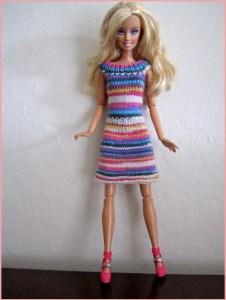 Кукла Барби в полосатом вязаном платье