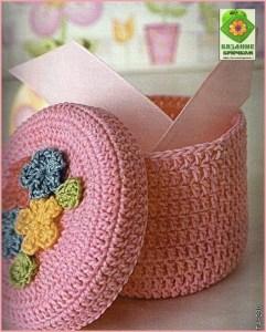 Розовая вязаная шкатулка