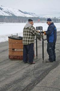 Chico Flores and pilot Steve Justice ready the Outer Limits' burners and gondola for transport.Photo by Darla Hussey